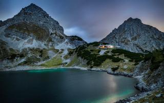 Coburger Hütte Dämmerung Ehrwald Tirol